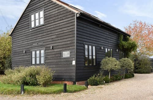 Last Minute Cottages - Inviting Colchester Lodge S18124
