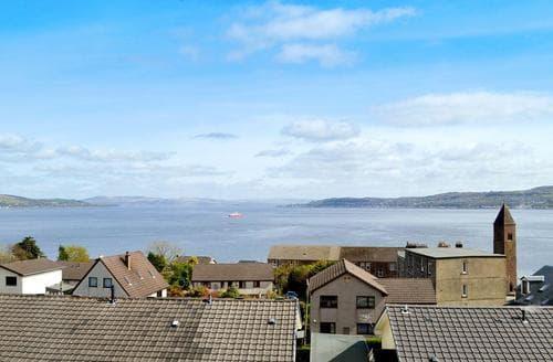 Last Minute Cottages - Sea View