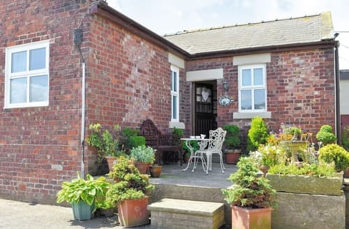 Last Minute Cottages - Gorgeous Southport Cottage S18269