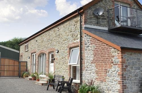 Last Minute Cottages - Paxton View Barn