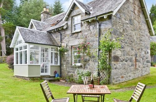 Last Minute Cottages - Over Blairish Cottage