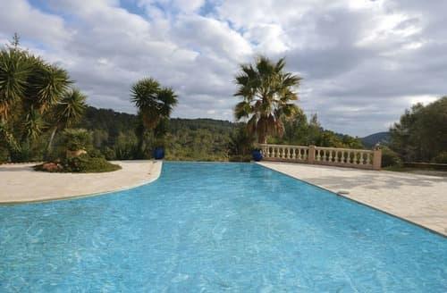 Last Minute Cottages - Villa des Palmiers