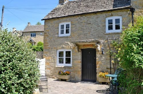 Dog Friendly Cottages - Exquisite Bourton On The Water Cottage S16081