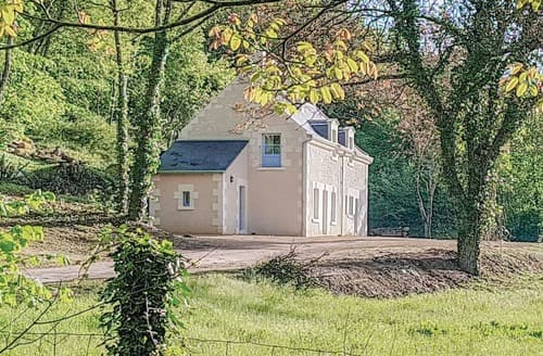 Last Minute Cottages - Superb Chinon Lodge S118366