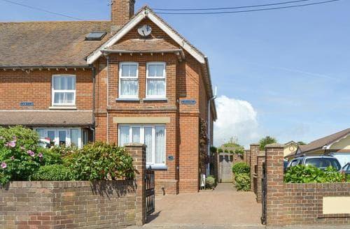 Last Minute Cottages - Exquisite Bembridge Cottage S14174