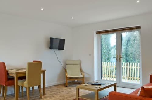 Last Minute Cottages - Excellent All Surrey Cottage S121276
