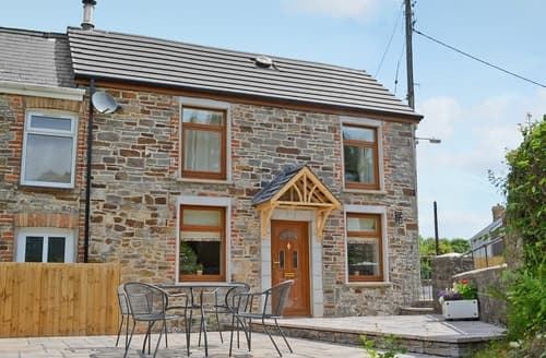 Last Minute Cottages - Gorgeous Llanelli Cottage S25039