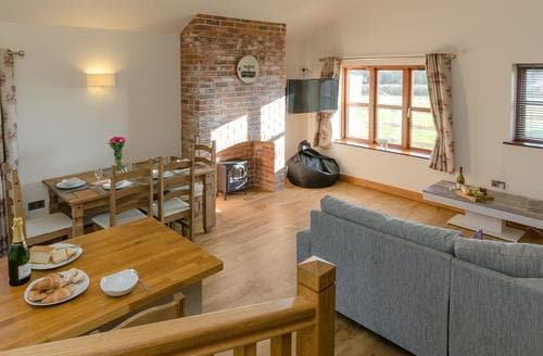 Last Minute Cottages - Tawny Cottage - UKC2580