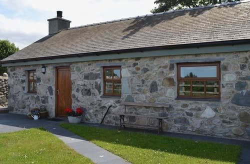 Last Minute Cottages - Superb Bangor Cottage S22133