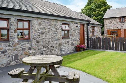 Last Minute Cottages - Wonderful Bangor Cottage S22140