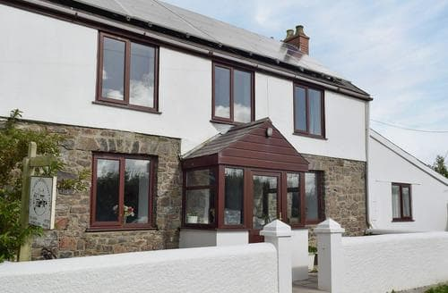 Dog Friendly Cottages - Attractive Tenby Cottage S71565