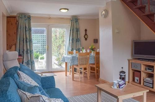 Last Minute Cottages - Grebe Cottage