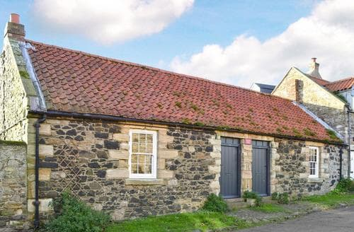 Last Minute Cottages - Attractive Bamburgh Cottage S14416