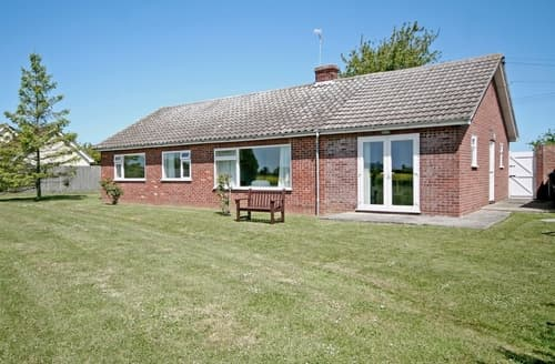Last Minute Cottages - Field Way - E2243