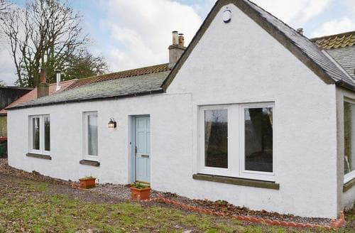 Last Minute Cottages - Piteadie Castle Cottage
