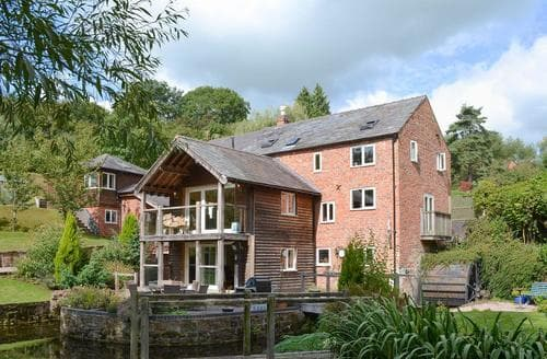 Last Minute Cottages - Old Castle Mill