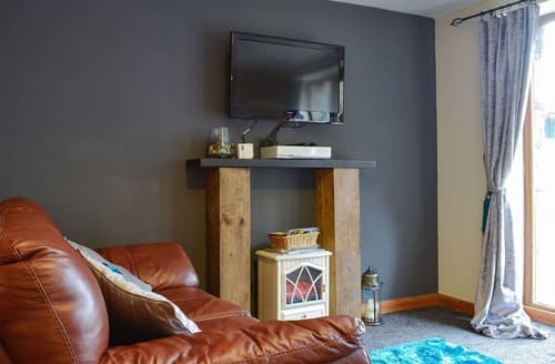 Last Minute Cottages - Luxury Blaenau Ffestiniog Apartment S40479