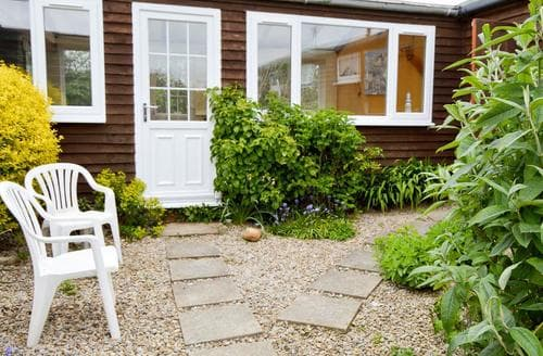 Last Minute Cottages - Captains  Quarters