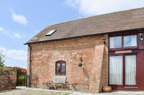 Last Minute Cottages - Tasteful Evesham Cottage S38014