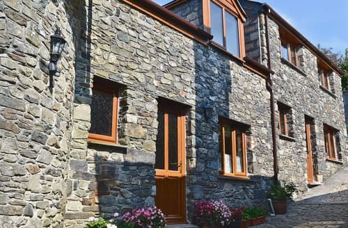 Last Minute Cottages - Kirkside Barn