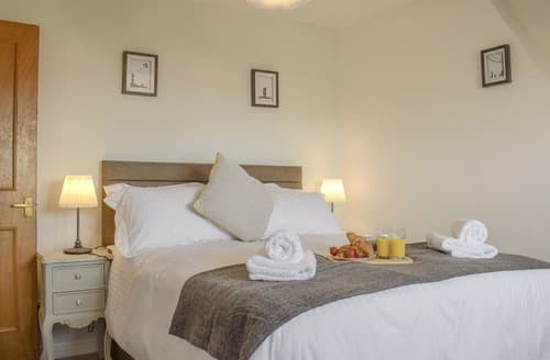 Last Minute Cottages - Delightful Whitby Apartment S121919
