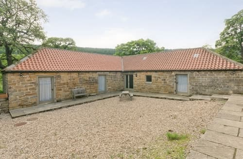 Big Cottages - Tasteful Danby Cottage S24852