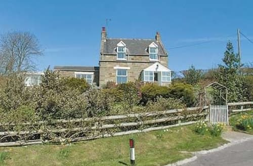 Dog Friendly Cottages - Adorable Whitby Cottage S15578