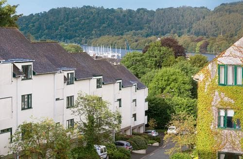Last Minute Cottages - Charming Bowness On Windermere Apartment S88732