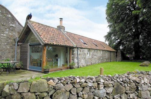 Last Minute Cottages - Tullibole Castle Longhouse