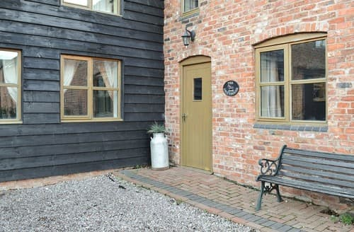 Last Minute Cottages - Wonderful Chester Cottage S18149