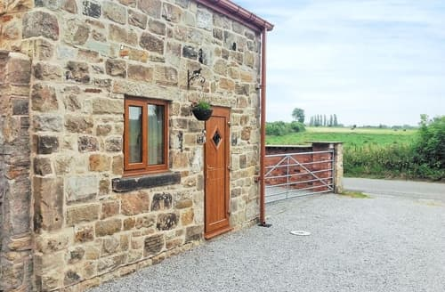 Last Minute Cottages - Delightful Chesterfield Cottage S16545