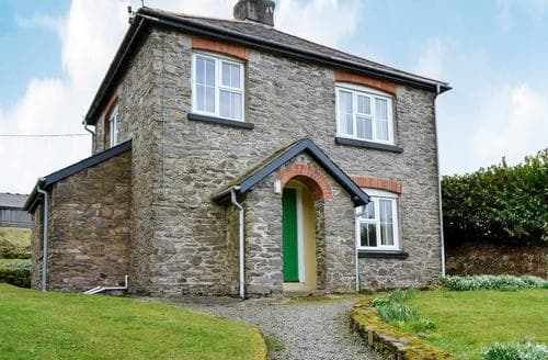 Last Minute Cottages - Cosy Lynton Cottage S19207