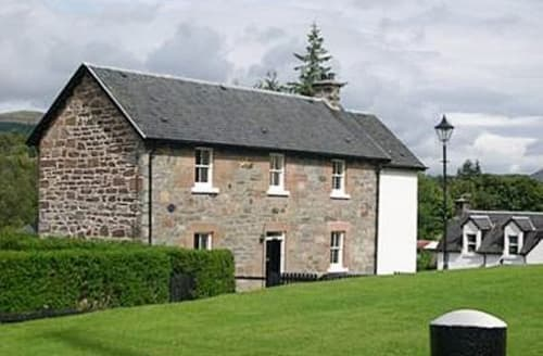 Last Minute Cottages - LOCKSIDE, Lower Flat