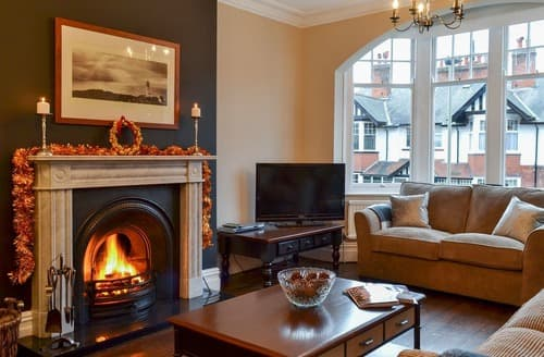 Dog Friendly Cottages - Attractive Scarborough Apartment S123950