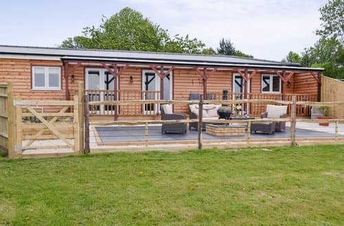 Last Minute Cottages - Lovely Battle Lodge S101586