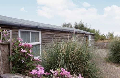 Last Minute Cottages - Tasteful Staithes Lodge S15502