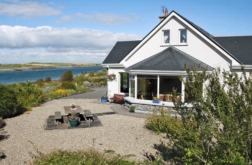 Last Minute Cottages - Beautiful Ballyvaughan Cottage S23845