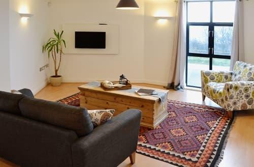 Last Minute Cottages - Linhay Apartment
