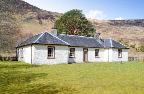 Last Minute Cottages - Beautiful Achnasheen Cottage S22813