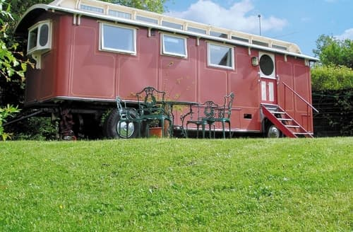 Last Minute Cottages - The Showman's Wagon