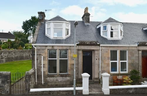 Last Minute Cottages - Cosy All Isle Of Cumbrae Apartment S23522