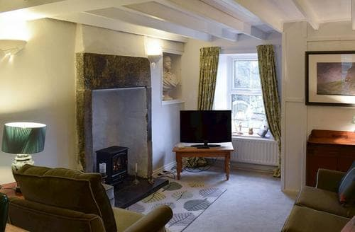 Last Minute Cottages - Cosy Danby Cottage S78420