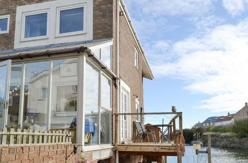 Last Minute Cottages - Water's Edge Holiday Home