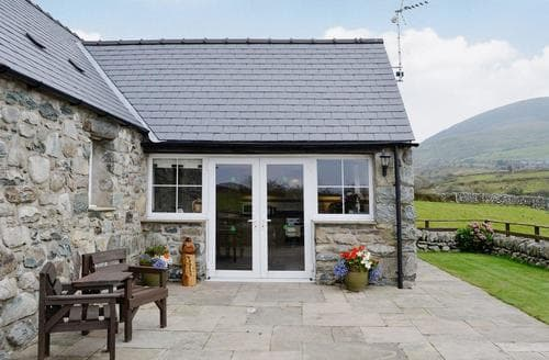 Last Minute Cottages - Caerffynon Bach