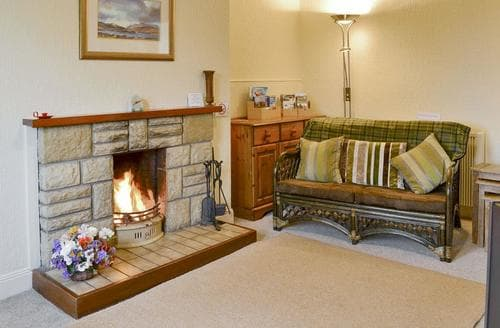 Last Minute Cottages - Blairhosh Cottage