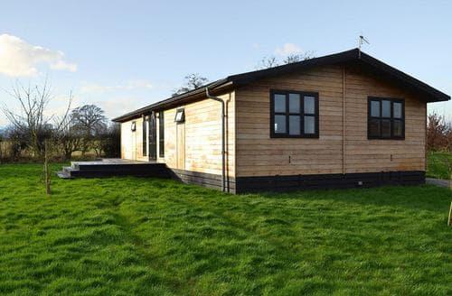 Last Minute Cottages - Appletree Lodge
