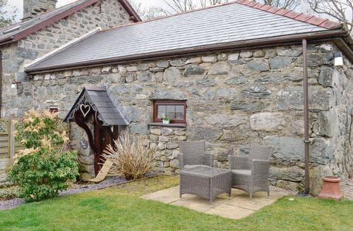 Last Minute Cottages - Ty Bach Twt