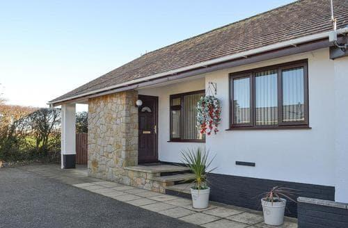 Last Minute Cottages - Wonderful Caernarfon Cottage S22199