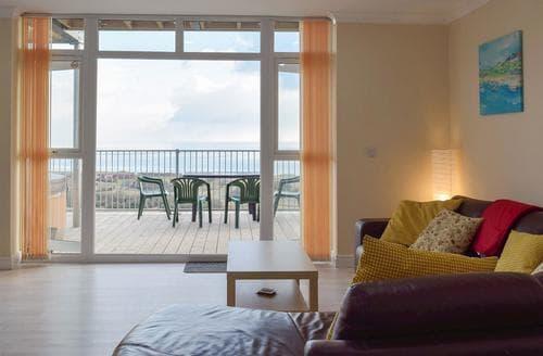 Last Minute Cottages - Quaint Laugharne And Llansteffan Apartment S94943