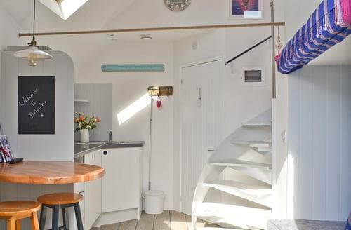 Last Minute Cottages - Dolphina